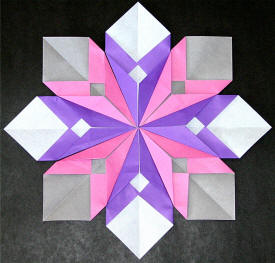 I Like To Use Two Different Colors Of Origami Paper And Alternate The Petals Make An Even Fancier Flower
